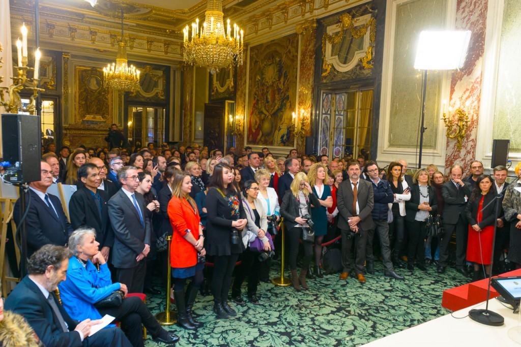 L'assemblée présente lors de la remise officielle...