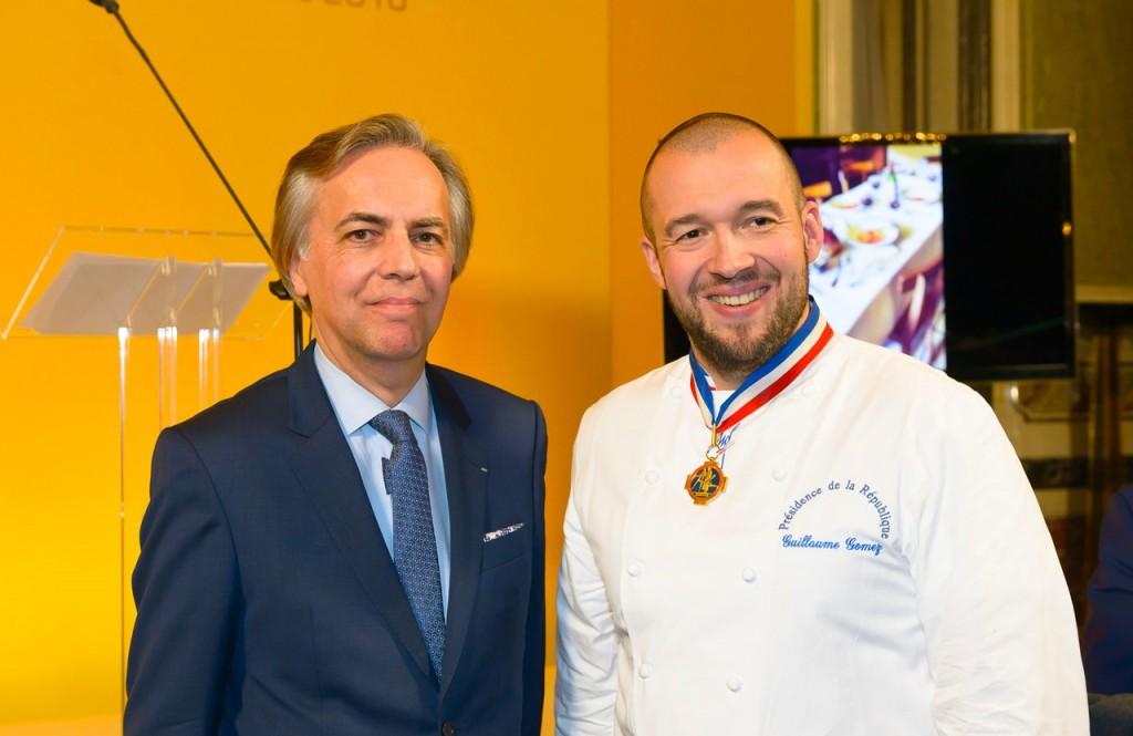 Le Président du Comité et Guilluame Gomez, Chef des Cuisines de l'Elysée.